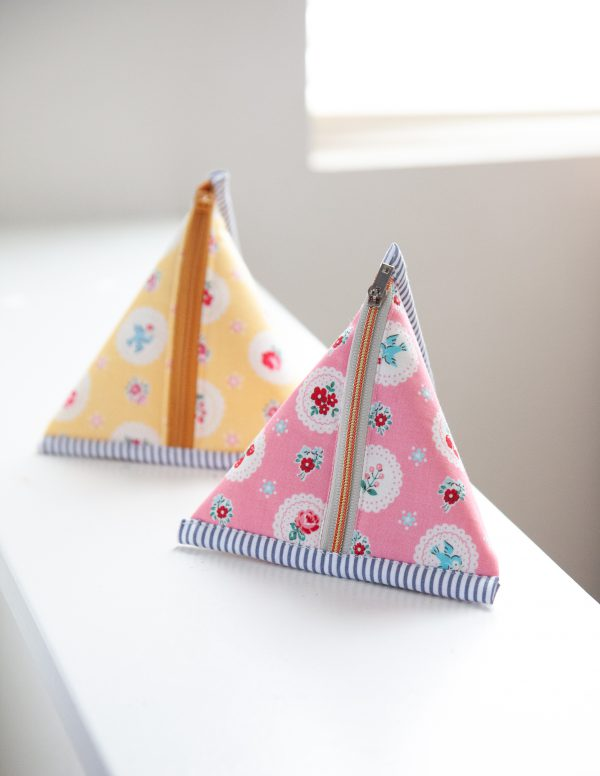 Learn to Sew a Triangle Zipper Pouch